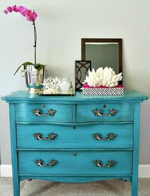 Яркие броские предметы мебели