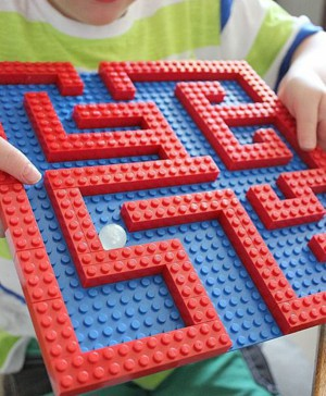 Лабиринт из конструктора LEGO
