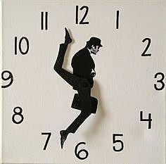 Часы со спешащим человечком