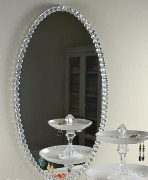 Декоративные элементы на зеркале
