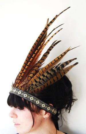 Плюмаж из полосатых перьев