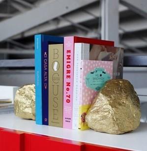 Каменные стопперы для книг