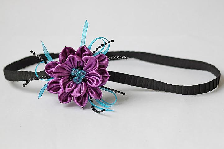 Резинка повязка из цветов