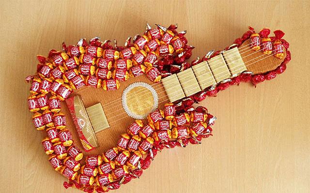 Гитары из конфет своими руками